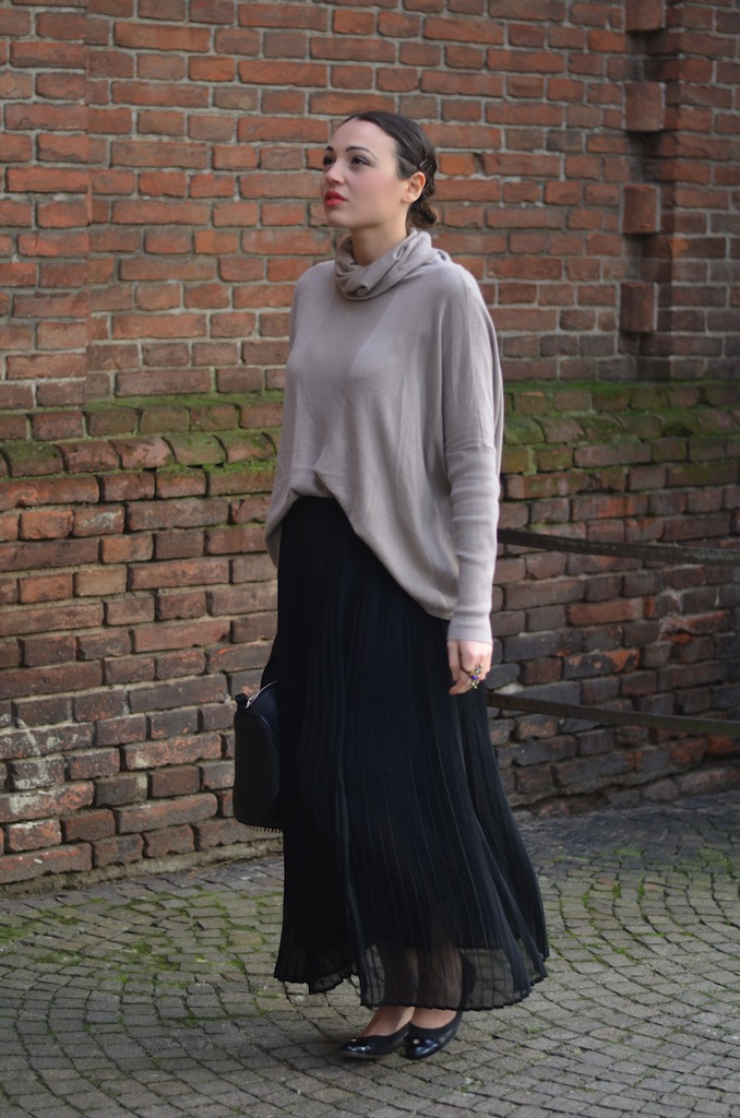 OUTFIT WITH LONG SKIRT